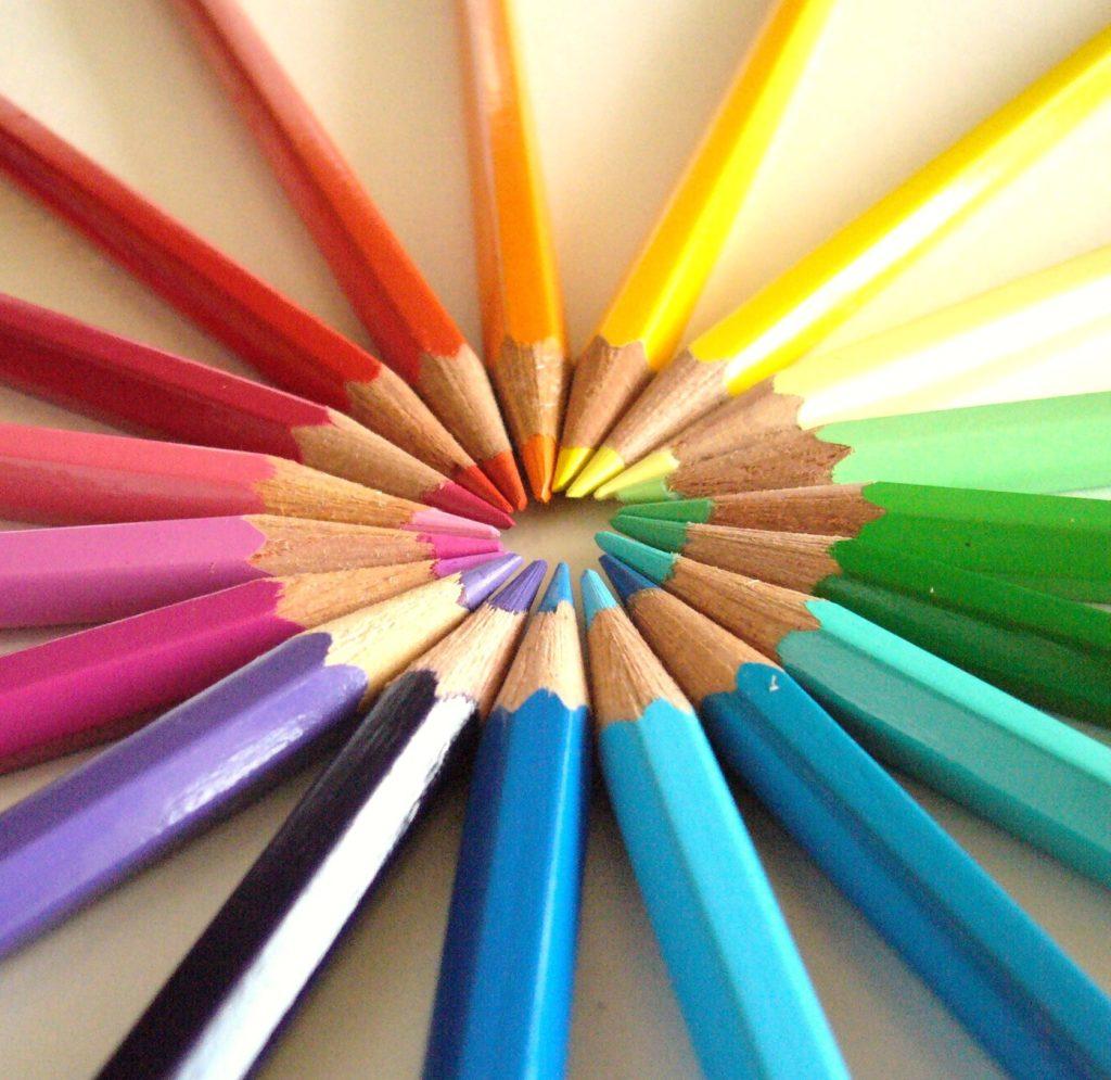 色鉛筆で色相環